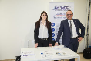 Lo staff Lean Plastic Center