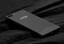 Il primo smartphone al mondo in fibra di carbonio